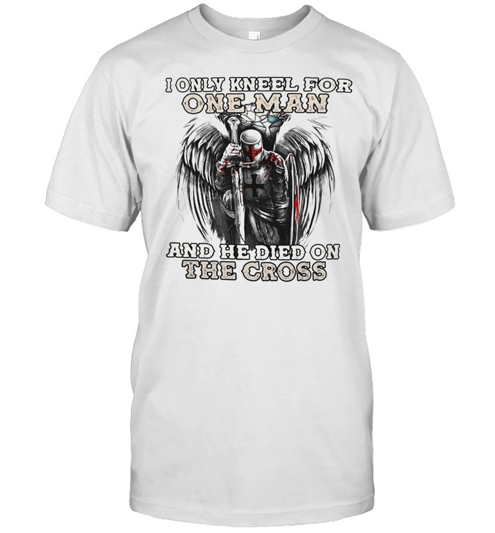 I only kneel for one man and he died on the cross shirt Classic Men's T-shirt